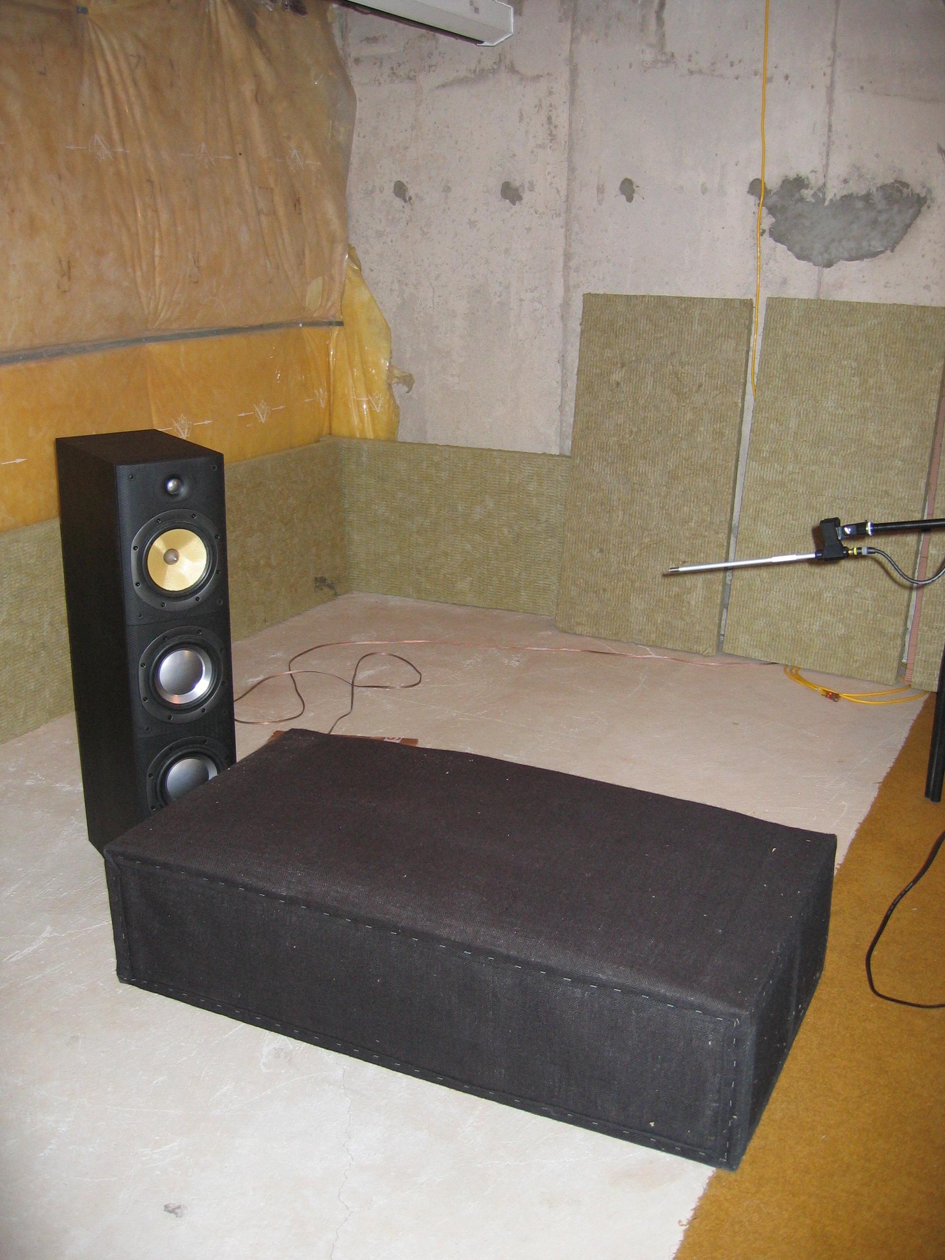 b w. Black Bedroom Furniture Sets. Home Design Ideas